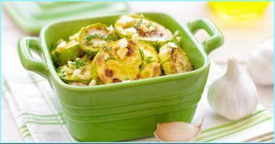 Жареные кабачки с плавленым сырком и чесночным соусом