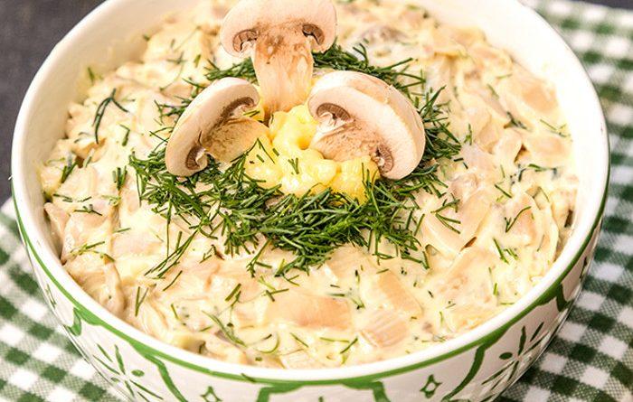 Грибной салат с чесноком
