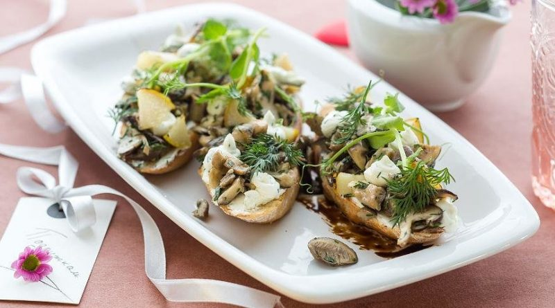 Брускетта с грибами и чесноком