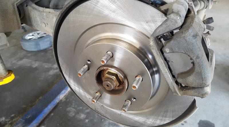 Замена задних и передних тормозных колодок