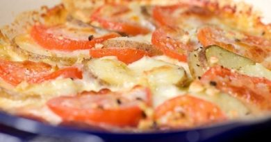 Картофель, запеченный с помидорами и моцареллой