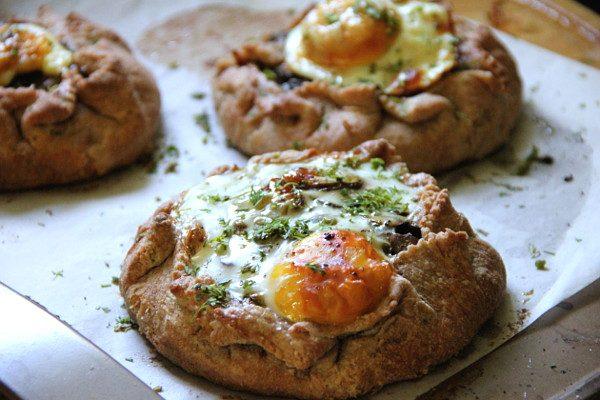 Открытые пирожки с грибами и яйцами