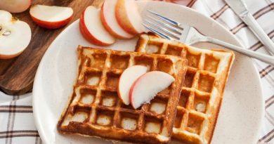 Яблочные вафли: быстрый и сытный завтрак