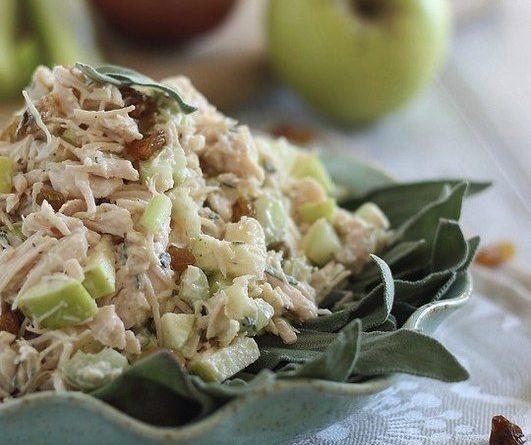 Куриный салат с яблоками