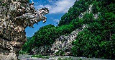 Статуя Георгия Победоносца в Северной Осетии