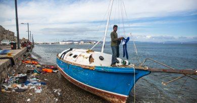 КОСо смотрят. Как уживаются на греческих островах туристы и мигранты
