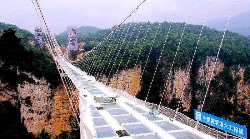 Стеклянный мост. Прогулка по новому китайскому аттракциону