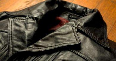 Как почистить кожаный плащ в домашних условиях?
