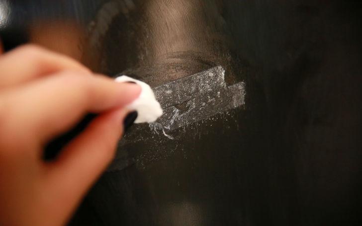 Как отмыть пятна от наклеек на стекле фото