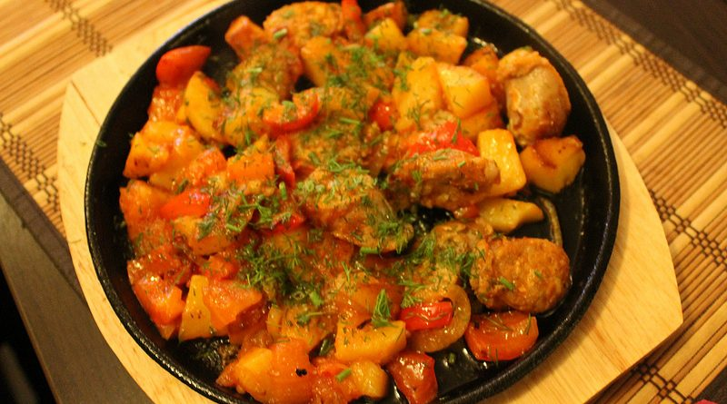 Жаркое с овощами и курицей по-домашнему