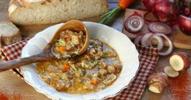 Куриный суп с хлебом