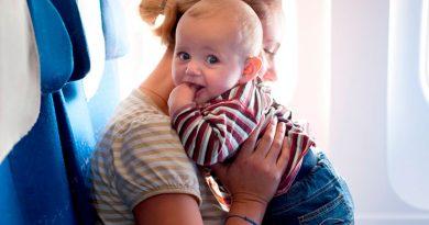 Стюардесса дала советы авиапутешественникам с детьми