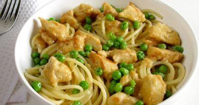 Паста с курицей и зеленым горошком