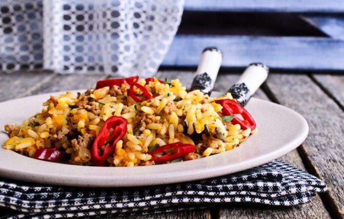 Рис с мясным фаршем и овощами