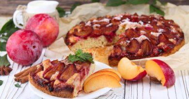 Бисквит со сливами: вкусный домашний десерт