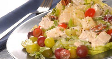 Куриный салат с ананасами и виноградом