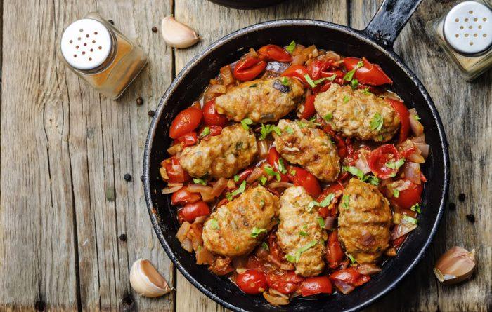 Куриные котлеты с овощами в духовке