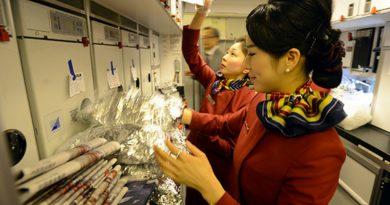 Сотрудник авиакомпании поделился секретами самолетной еды
