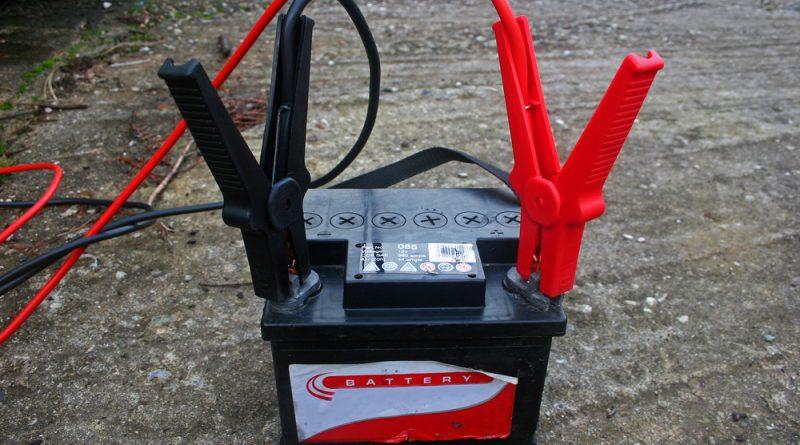 Обслуживание и зарядка аккумулятора