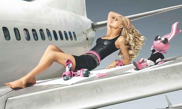 Американка 18 раз пролетела «зайцем», а ее соотечественницу не пустили в самолет с павлином