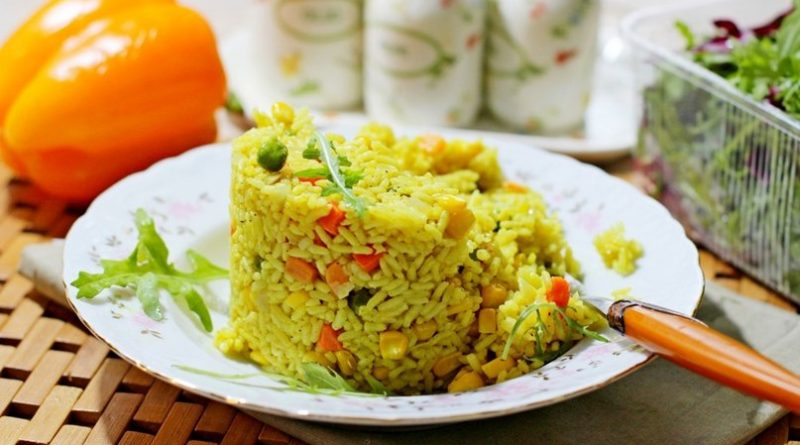 Рис с овощами и карри