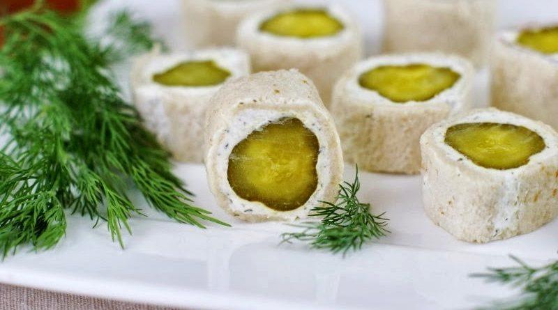 Канапе с солеными огурцами и сыром