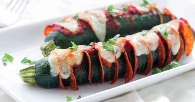 Запеченные кабачки с колбасой и сыром