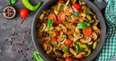 Жареные шампиньоны с овощами