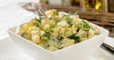 Салат с печенью трески и огурцом