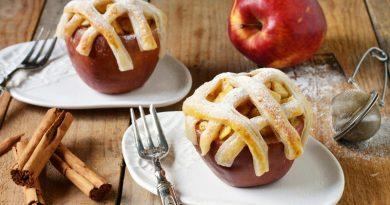 Печеные яблоки с корицей и сахаром