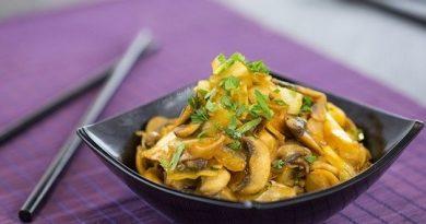 Тушеная капуста с грибами и соевым соусом