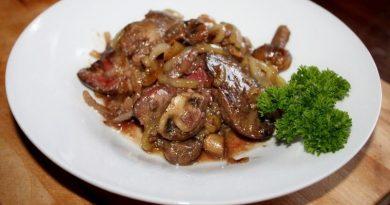 Жареная куриная печень с грибами