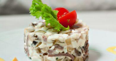 Салат из языка с солеными огурцами и оливками