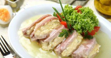 Заливное со свининой, яйцами и чесноком