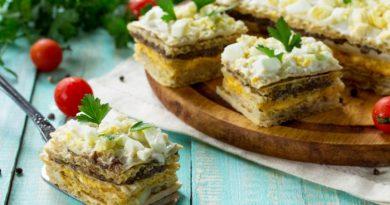 Вафельный торт с сельдью и грибами