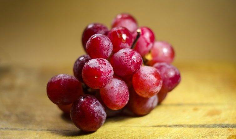 7 фруктов и ягод, которые лучше всего есть с косточками