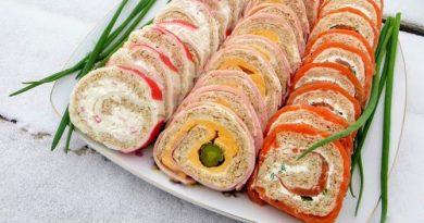 Три праздничных рулета (с красной рыбой, ветчиной, крабовыми палочками)
