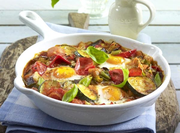 Тушеные овощи с яйцами