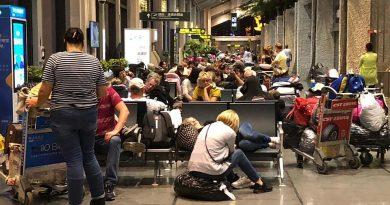 Бедные туристы остаются в Китае из-за проблем у авиакомпании
