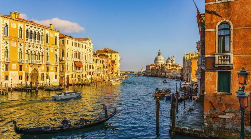Зачем Венецию построили на воде?