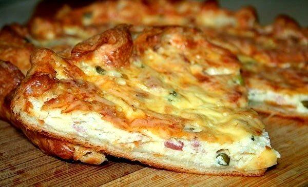 Пирог с беконом и сыром