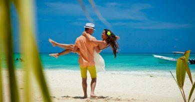 В каких месяцах года на курортах меньше всего туристов?