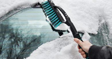 Автомобильная щетка для снега: как правильно выбрать