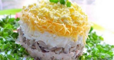 Слоеный салат «День и ночь»