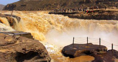 Желтый водопад Хукоу