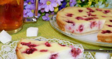 Малиновый пирог со сметанной заливкой