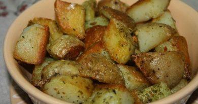 Картошка, запечённая в чесночном масле