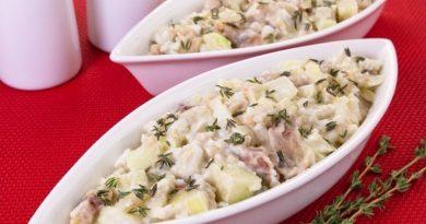 Салат с селедкой, картофелем и яблоком