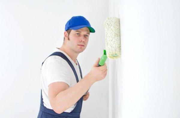 Нужно ли грунтовать стены перед поклейкой обоев?