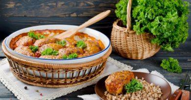 Ленивые голубцы с томатно-сметанным соусом
